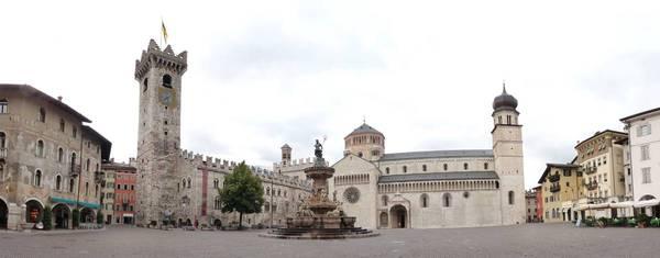 Piazza del Duomo a Trento